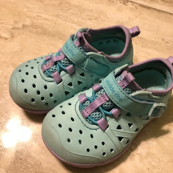 Girls Stride Rite Made2Play Phibian Sneaker Sandal// Water Shoes Youth Size 1M